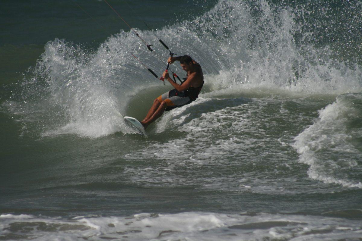 Carving Waves Kitesurf Holiday